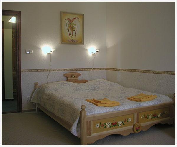 budafok-panzio-galeria-sárga-apartman