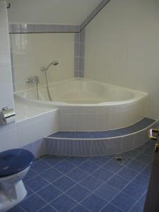 budafok-panzió-kék-apartman-fürdőszoba
