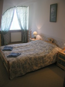 budafok-panzió-kék-apartman-hálószoba