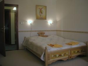 budafok-panzió-sárga-apartman-hálószoba