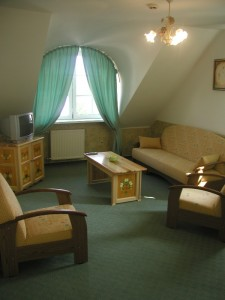 budafok-panzió-sárga-apartman-nappali